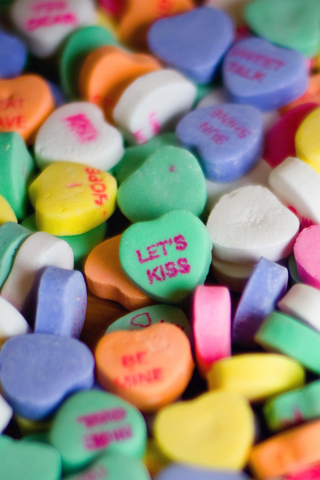 valentines-day-candy-hearts-iphone-wallpaper
